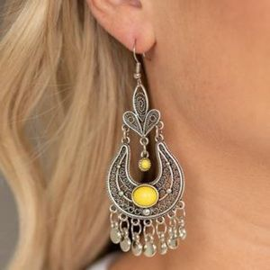 🍭4/$20 Paparazzi Fiesta flair earrings